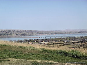 Missouri River splitting South Dakota into East River and West River.